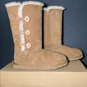 Ugg Bailey Button Triplet Boot size 6